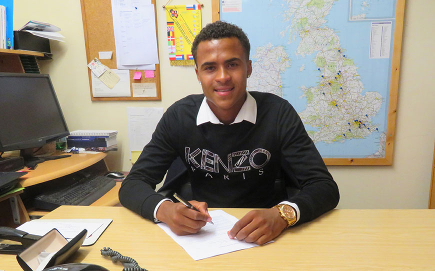 Bonds Pens First Pro Deal With Daggers
