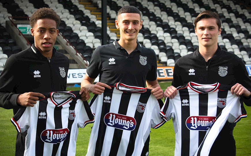 Grimsby Trio Sign Professional Deals